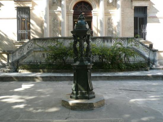 Uzès, place Bellecroix